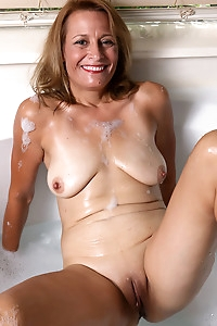 Mature housewife Jade Allan