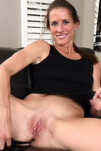Horny housewife Sofie Marie