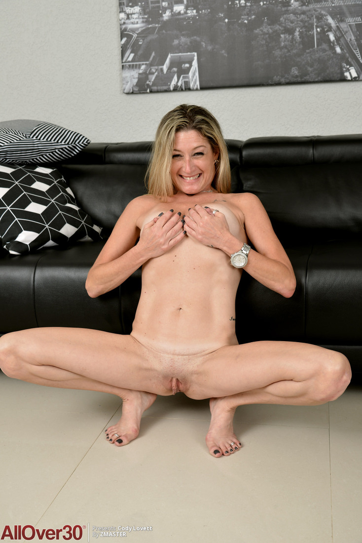 free milf over 30 - free milf porn pictures and videos from allover30!